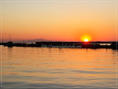 三浦半島三崎港に沈んでいく夕日