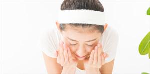 洗顔方法を見直すだけでも40代の乾燥肌対策につながります。