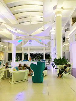 清潔感と開放感に溢れるモーベンピックホテルマクタンアイランドセブ(Moevenpick Hotel Mactan Island Cebu)のロビーにはいつも心地よい風が吹き抜けていく