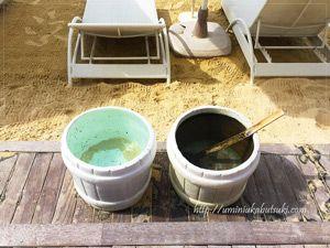 モーベンピックホテルマクタンアイランドセブ(Moevenpick Hotel Mactan Island Cebu)のビーチにたくさん常備してある桶。足を洗うためだと思って使ってみた。