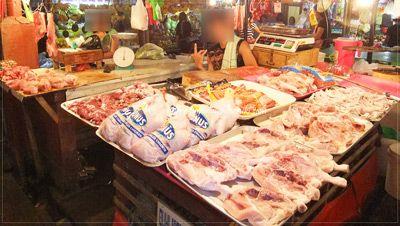 フィリピンの市場に並ぶ新鮮な食材。