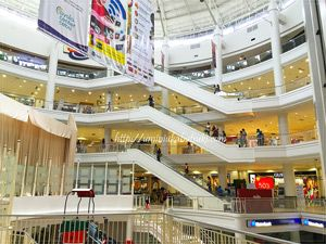 フィリピンでは高級志向のアヤラモール。でも敷居は低く、旅行客に人気のショッピングモール。