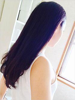 髪の毛がニキビに触れることが刺激にも。また、髪の毛はホコリなどが付着していてとても不衛生な状態です。