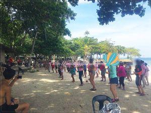 月に一度、地元住民が集まって、日頃の運動不足を解消するエクササイズ大会。