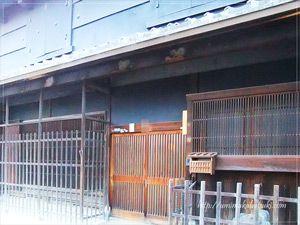古民家が並ぶ「五條新町」巡りでは、江戸にタイムスリップしたような歴史を感じられる情緒溢れる場所