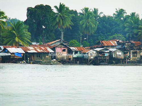 フィリピンのダバオにある現地の人々が暮らす集落