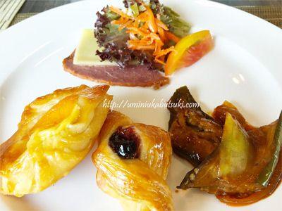 コタキナバルグランディスホテルの朝食はビュッフェスタイル。