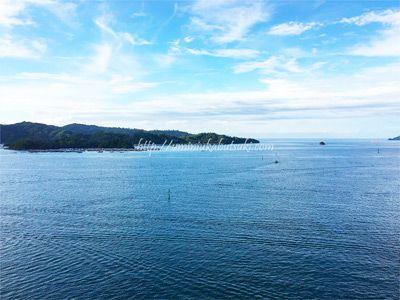 グランディスホテルの屋上にあるスカイブルー・バーからの眺め。目の前に南シナ海が広がる。