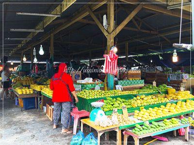 干魚市場のさらに隣りにあるマンゴー市場