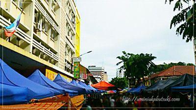 日曜日にガヤ通りで開催されるサンデー・マーケットは混雑しているので、スリが多い