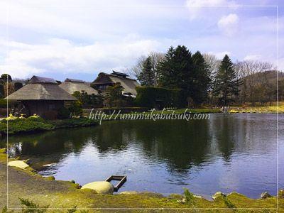 有料施設榛(はん)の木材民族資料館の庭園。晴れていると富士山がバックに見える。