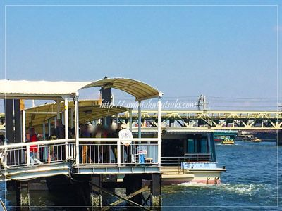 隅田川水上バスの停船場に列をなすお客さんの顔ぶれも、外国人観光客が多かった。