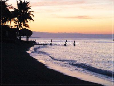 親子留学先の語学学校目の前で見られる朝焼けのビーチ。