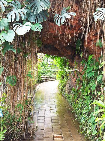 AドームとBドームをつなぐトンネル。