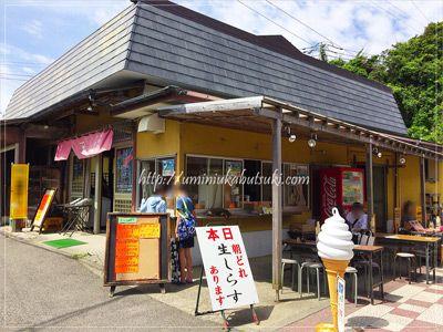 生シラスが食べられるお店は、城ヶ島灯台商店街を入ってすぐの右手にある。