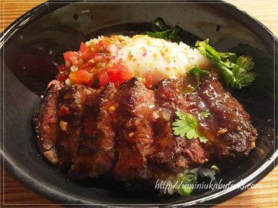 ゼストキャンティーナの1000円ランチUSプレミアムビーフ ハンガーステーキ丼。
