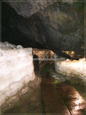 冷蔵庫がない大正時代に利用されていた鳴沢氷穴の氷。