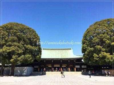 外国人観光客が訪れることが多い明治神宮の境内。