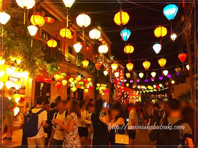世界遺産ホイアンの旧市街を幻想的に見せるランタンの灯