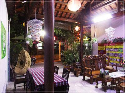 トゥエ・タム・ガーデン・ヴィラ(Tue Tam Garden Villa)の門扉の内側
