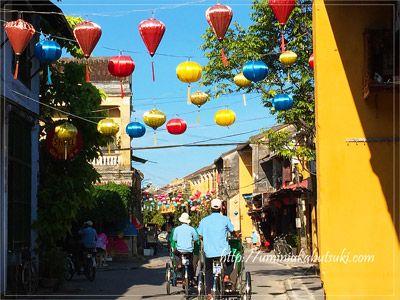 世界遺産ホアイン旧市街を走る観光用のシクロ
