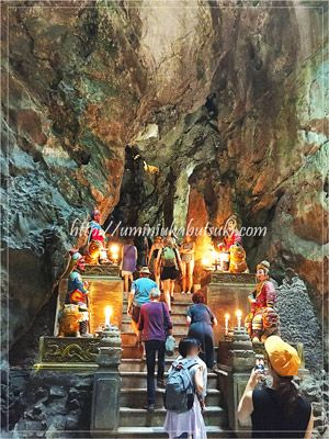 神殿のような美しい光景が見られる五行山の洞窟