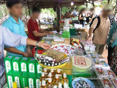 工場では、ココナッツキャンディーやココナッツ石鹸など、地元名産のお土産品が買える。