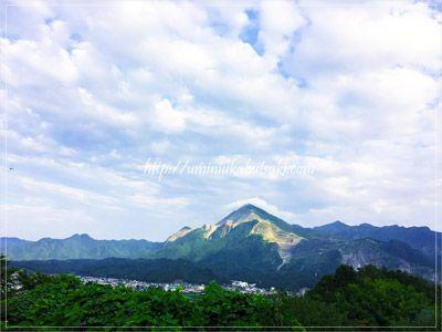 秋から春にかけて条件が揃うと雲海が広がる山里