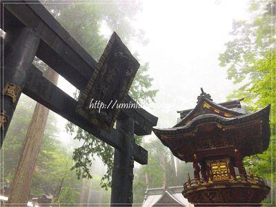 毎月1日に白い気の御守りが頒布されることで人気を集めている三峯神社