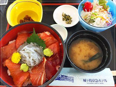 生シラスが入荷したときだけ食べられる三崎君栄丸直送生しらすまぐろの丼(1,380円)