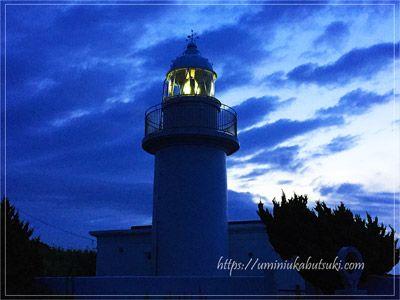 朝焼けを背景にした城ケ島灯台