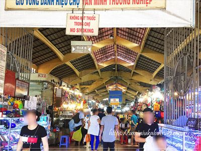 連日、観光客で賑わっているベンタイン市場の場内
