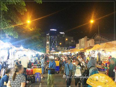 外国人観光客で賑わうホーチミンベンタイン市場の夜市