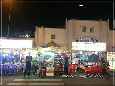 雑貨や衣料品で賑わうベンタイン市場のナイトマーケット