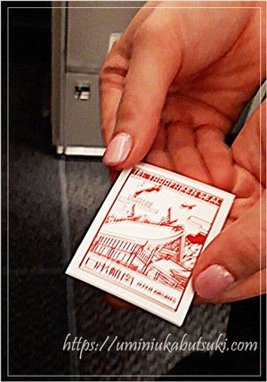 機内で客室乗務員から直接都道府県シールが貰える