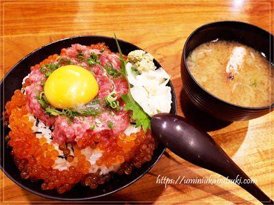 寿司ランチが人気の山傳丸のねぎとろ月見イクラ丼980円(税込)