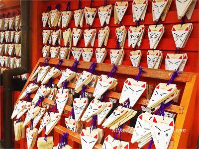 伏見稲荷大社の絵馬は狐の顔をした可愛い百狐絵馬