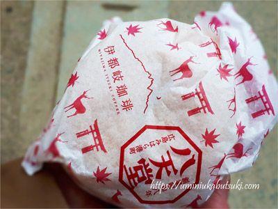 厳島神社をイメージした伊都岐珈琲オリジナルくりーむパンの包み紙