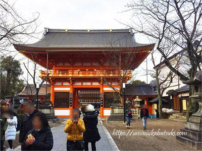 京都の祇園祭を執り行う八坂神社の南桜門(みなみろうもん)