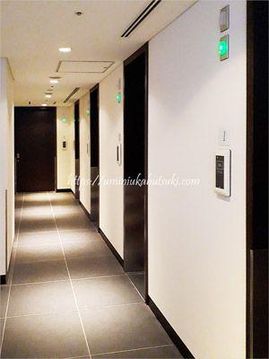 羽田空港jal国内線のサクララウンジにあるシャワールームへの廊下
