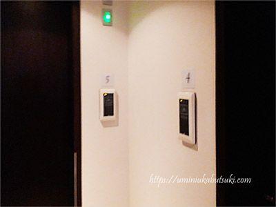 jalサクララウンジにあるシャワールームの個室入り口