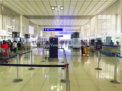 フィリピンペソへの両替は、マニラ空港内でもできるので安心