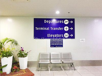 マニラ空港第3ターミナルにある無料シャトルバスへの案内表示「Terminal Transfer」