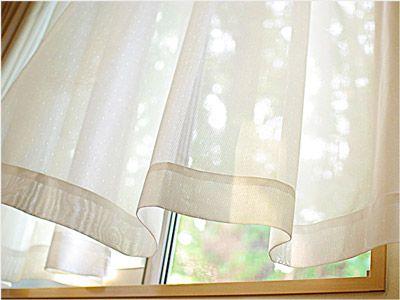 部屋の中にウイルスや病原菌が留まらないように、窓を一斉に開けて数分間換気をする
