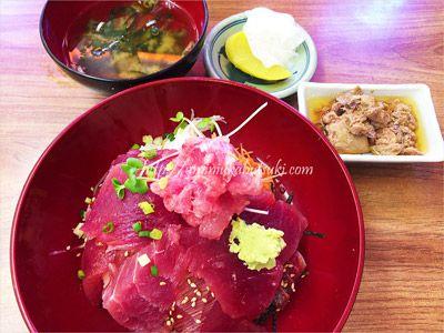 城ケ島で人気の中村屋のまぐろ・てんこ盛り丼ランチ1,350円