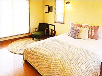 ベッドカバーは部屋を急いで片付けるにはとても役立つアイテム