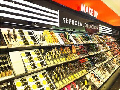 マレーシアで2番目に巨大なサンウェイピラミッドショッピングセンター(Sunway Pyramid Shopping Mall)には800店舗以上のテナントが入っている