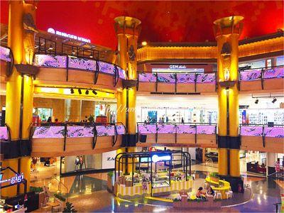 女子旅ブログに残したい巨大なサンウェイピラミッドショッピングセンターの中。