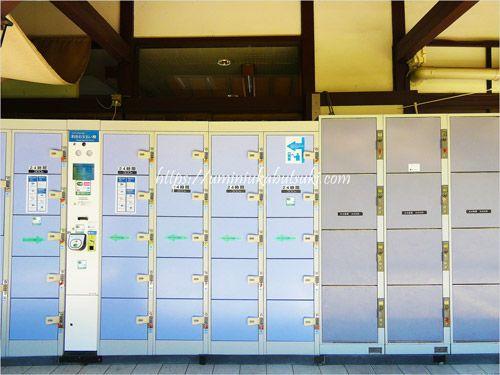 山寺駅の中にあるコインロッカー