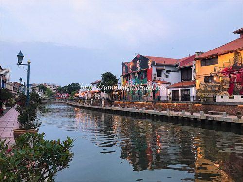 マラッカリバー(MalaccaRiver)を楽しめる遊歩道 。夕暮れどきの散歩が人気のエリア